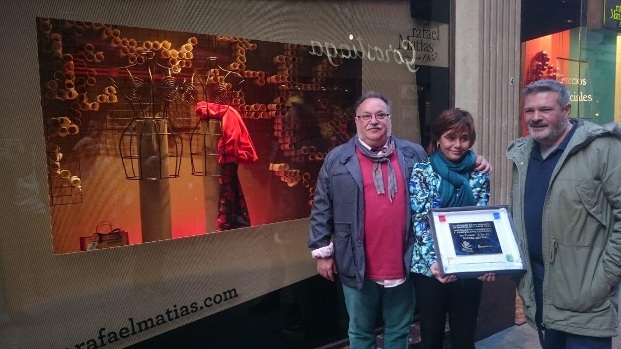 Rafael Matías, de la calle Correo, logra el primer premio en el I Concurso Navideño de Escaparates del Casco Viejo