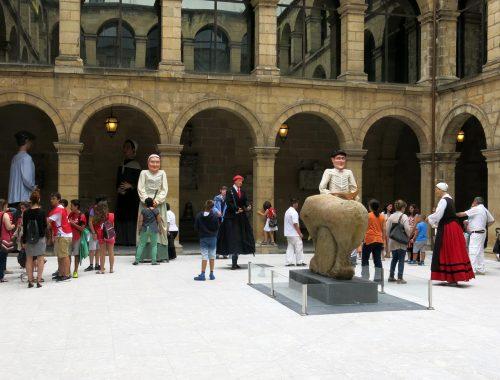 Gigantes y cabezudos en el Museo Vasco