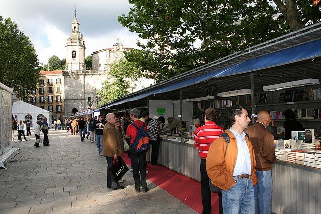 Feria del Libro Antiguo y de Ocasión, en el Casco Viejo de Bilbao
