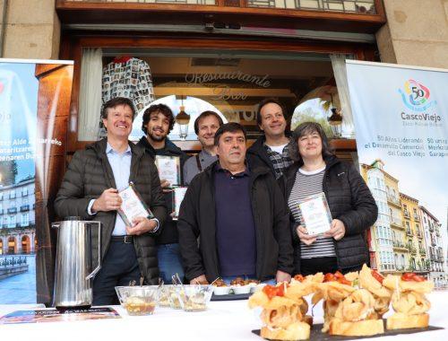 Responsables y cocineros de los bares ganadores del V Concurso de Pintxos de Bacalao